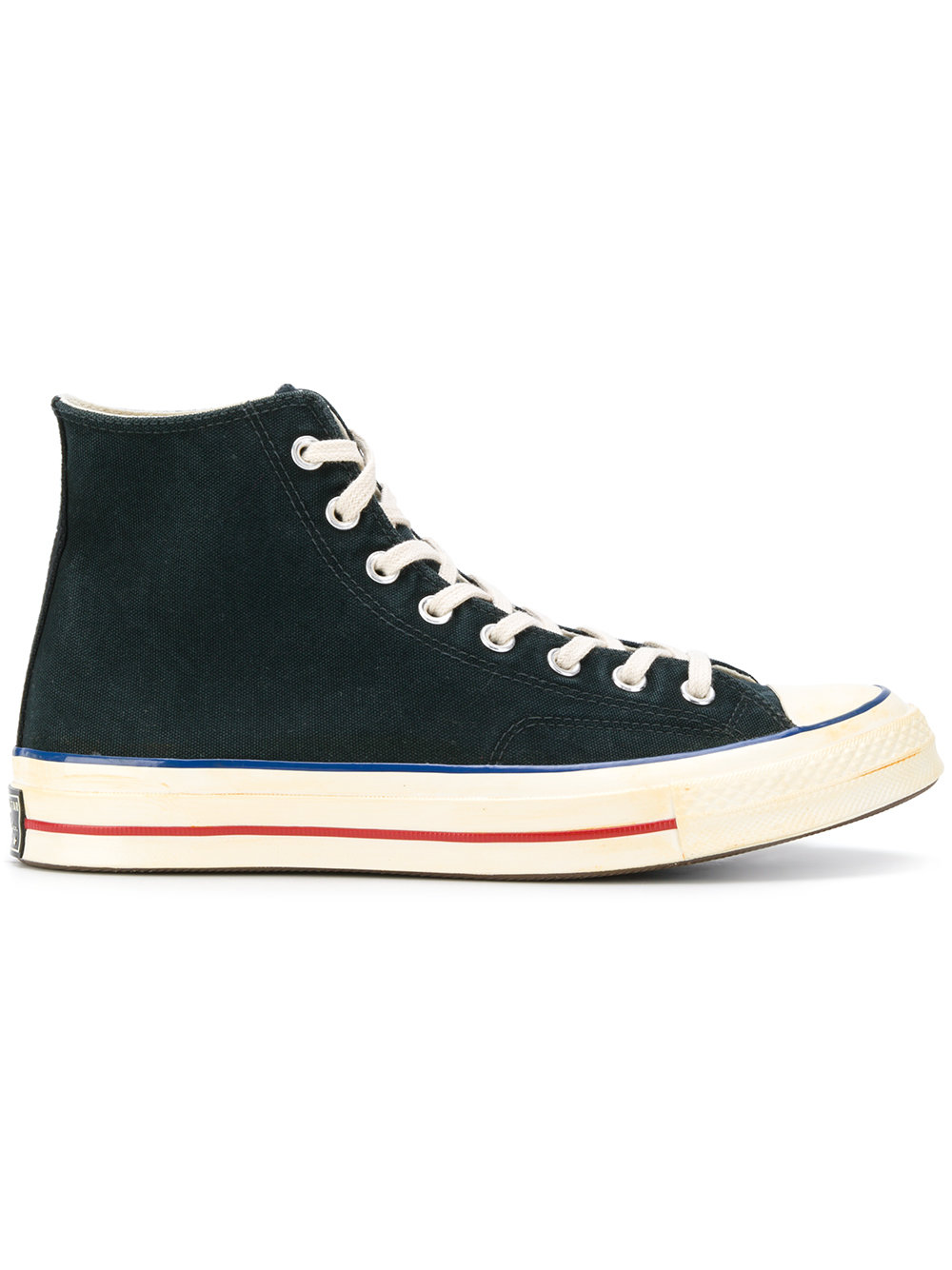 #PopbelaOOTD: Klasik atau Kekinian? yang Mana Sepatu Converse Favoritmu