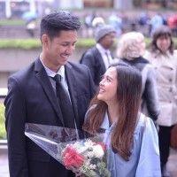 So sweet! 9 Artis Ini Bahagia Ditemani Pasangan Saat Wisuda