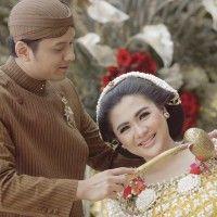 Seperti Vicky Shu, Ini 5 Hal Seputar Ritual 7 Bulanan dengan Adat Jawa