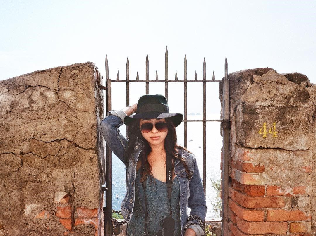 5 Fashion Item yang Harus dibawa saat Liburan, Menurut Nikita Willy