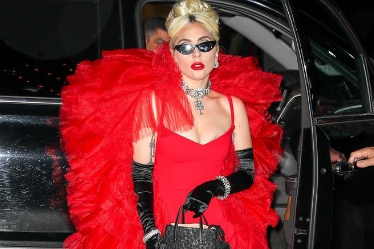 Lady Gaga Curi Perhatian, Kenakan 3 Outfit Kece dalam Sehari