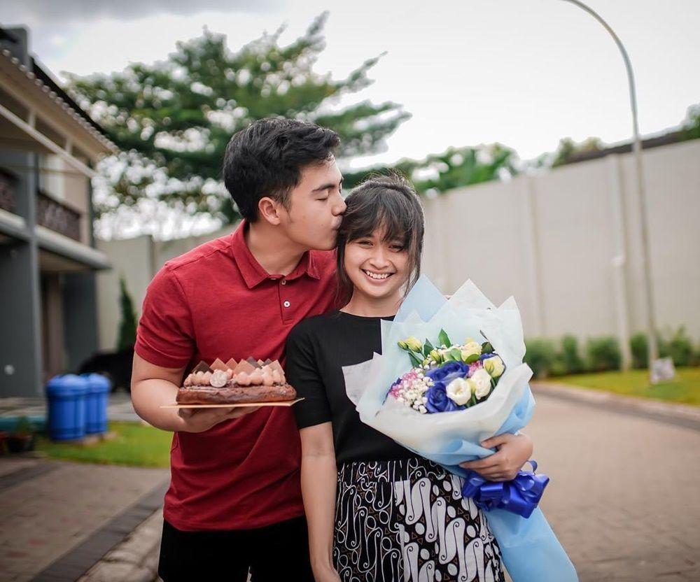 Romantis! Ini Gaya 7 Artis Indonesia Saat Merayakan Ulang Tahun Pacar