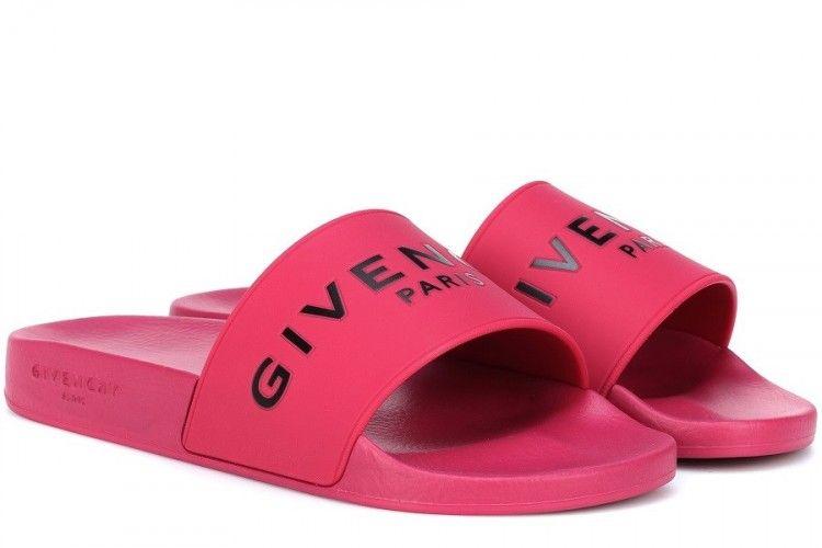 Cute! Trend Slide Sandal yang Hadir dengan Warna Pink