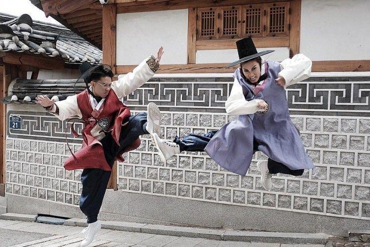 Pilih Korea atau Jepang? Mantapkan Pilihan Lewat Jepretan Para Seleb Ini