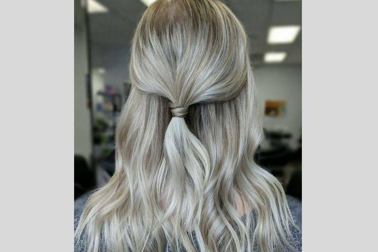 Sedang Buru-buru? Ini 7 Gaya Rambut Mudah dan Cepat yang Bisa Kamu Coba!