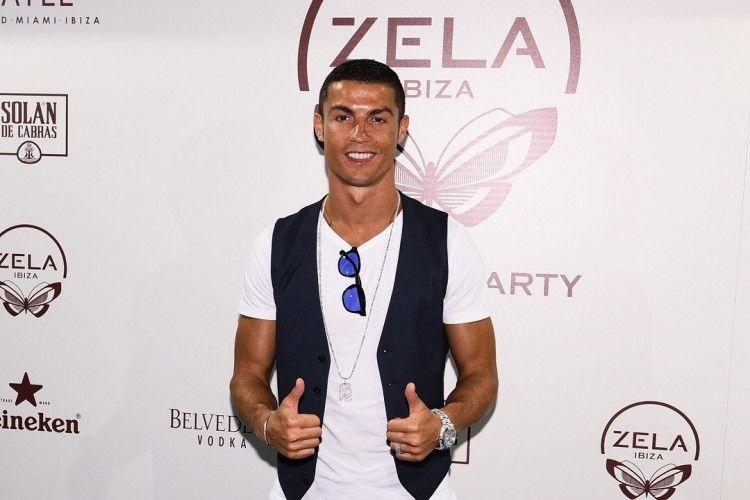 Digilai Wanita, Ini 5 Gaya Cristiano Ronaldo yang Fashionable