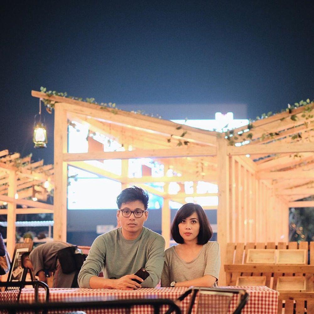 Jarang Diekspos, Ini 13 Potret Romantisnya Rendy Pandugo dan Istri