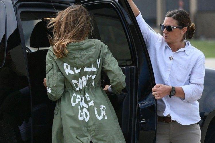'Makna Tersembunyi' dari Jaket Melania Trump yang Kontroversial