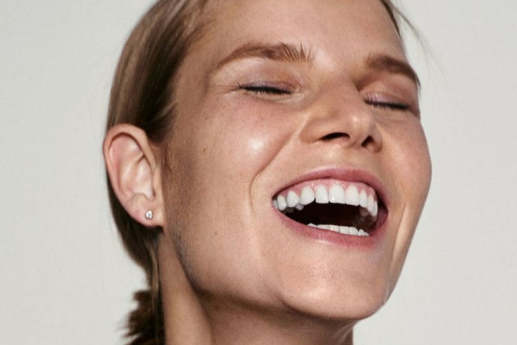 5 Cara Memutihkan Gigi Secara Alami Tanpa Ke Dokter