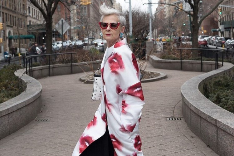 5 Potret  On Point Lyn Slater, Fashion Blogger Berusia 64 Tahun