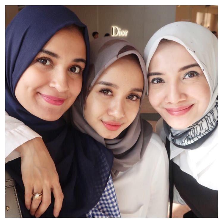 Jaga Persahabatan, Ini Geng Artis Berhijab yang Dikagumi Netizen
