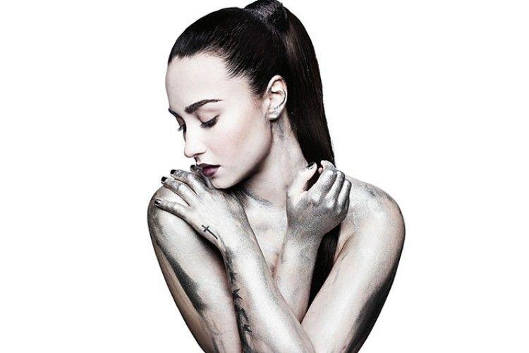 Pamer Tato Baru, Wujud Demi Lovato Cintai Dirinya Sendiri