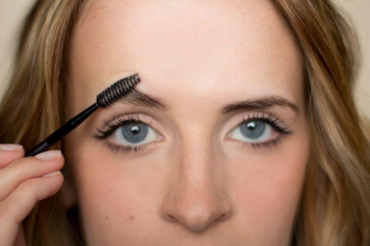 Bukan Cuma Buat Bibir, Ini Kegunaan Lain Lip Balm yang Perlu Kamu Tahu