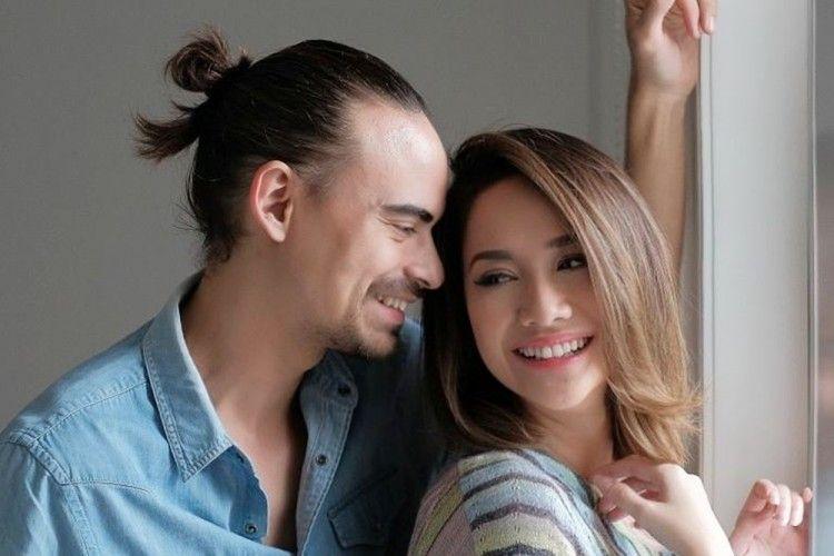 Happy Ending, 7 Artis Ini Akhirnya Menikah Setelah Jalani LDR
