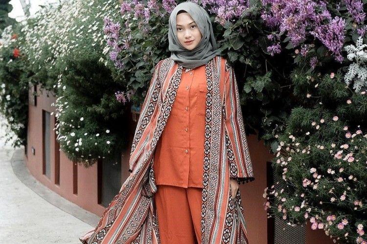 Lihat Serunya OOTD Hijab A la Indah Nada Puspita
