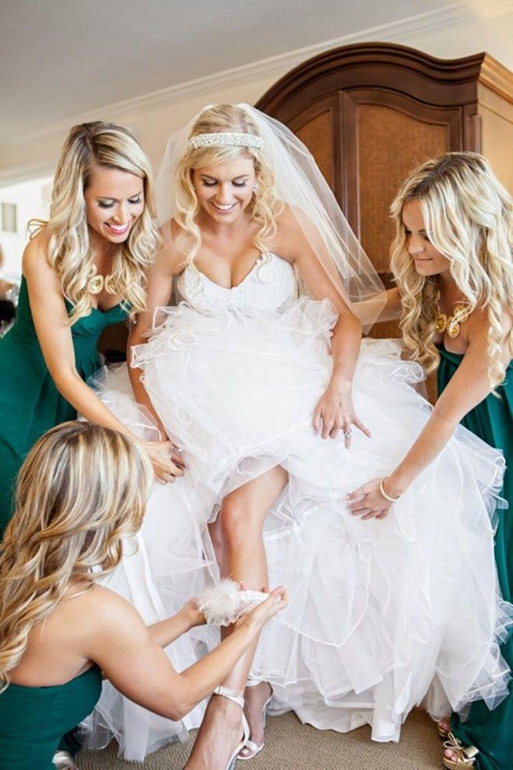 Kreatif, 13 Inspirasi Gaya Foto Bersama Bridesmaid Ini Bisa Kamu Tiru