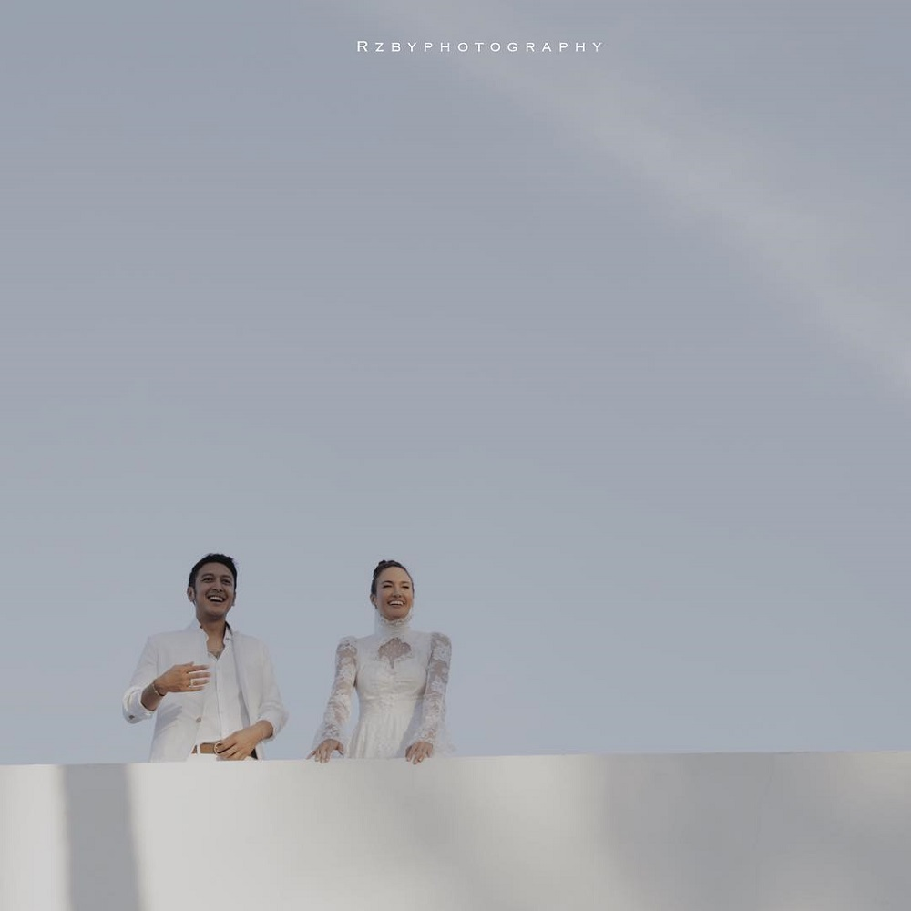 Kenakan Gaun Sang Ibu, Nadine Tampil Menawan di Hari Pernikahannya