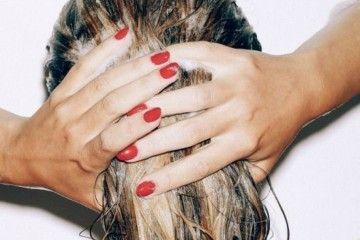 Sudah Keramas Rambut Tetap Berminyak? Mungkin 5 Hal Ini Penyebabnya