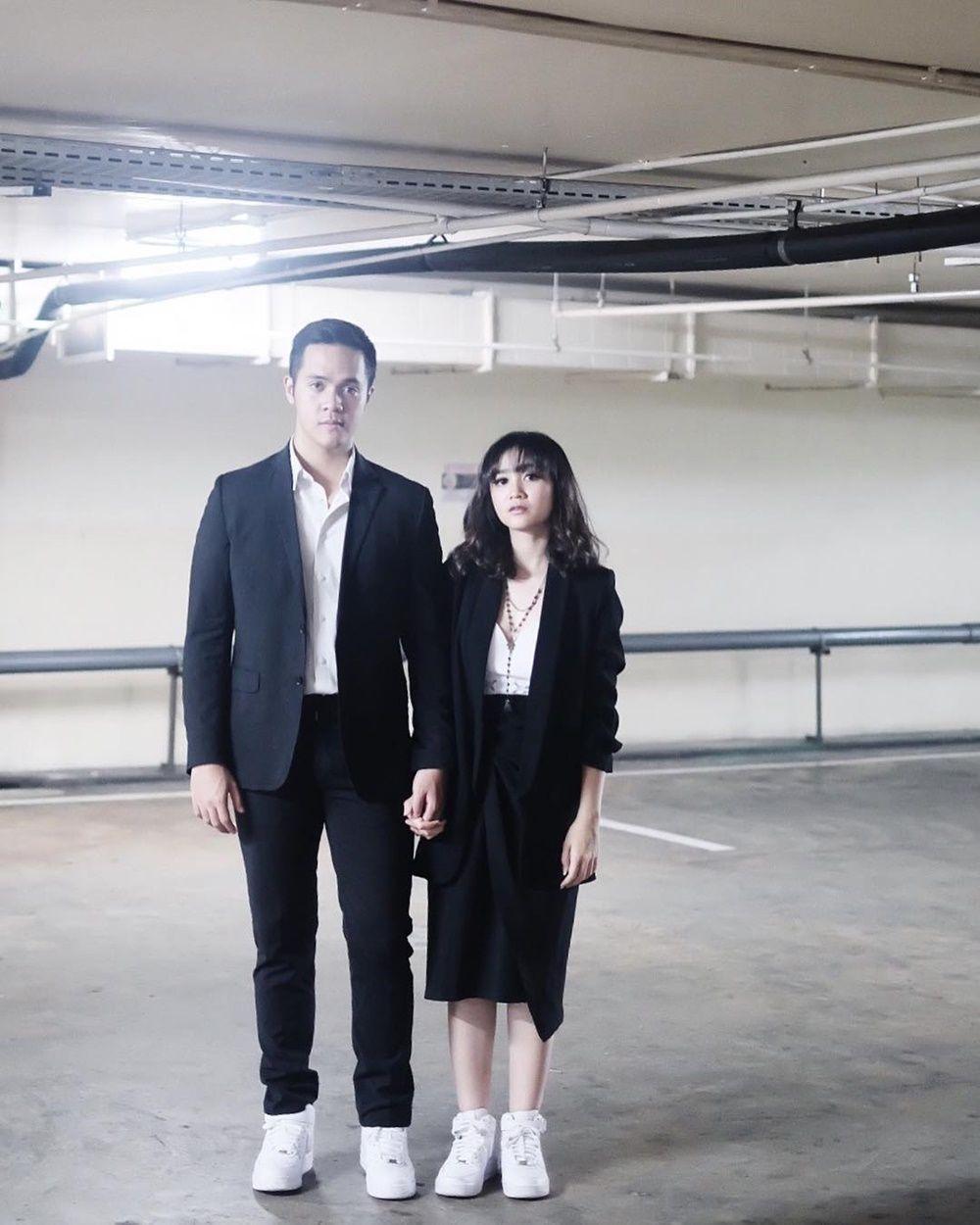 Kompak Banget! 7 Pasangan Artis Ini Pernah Pakai Baju Kembaran