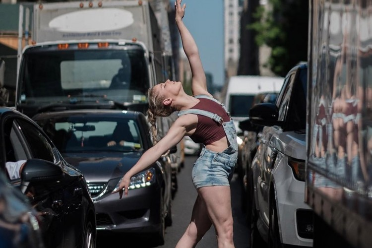 Meski Bahaya, 7 Seleb Ini Tetap Ikutan In My Feelings Dance Challenge