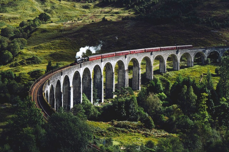 Ini Lho Hal Positif dan Negatif Saat Traveling Naik Kereta Ekonomi