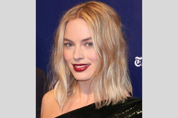 Pakai Lipstik Bold, 7 Seleb Hollywood Ini Tampil Edgy dan Memukau