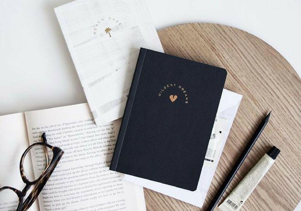 5 Benda yang Wajib Ada di Meja Kantor Supaya Lebih Produktif