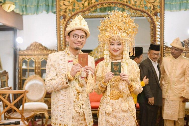 Berbalut Adat Palembang, Gita Savitri dan Paul Partohap Resmi Menikah