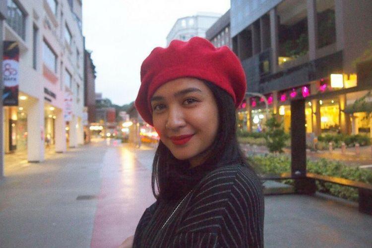 Menggoda! Ini 7 Gaya Artis Indonesia Saat Pakai Lipstik Merah