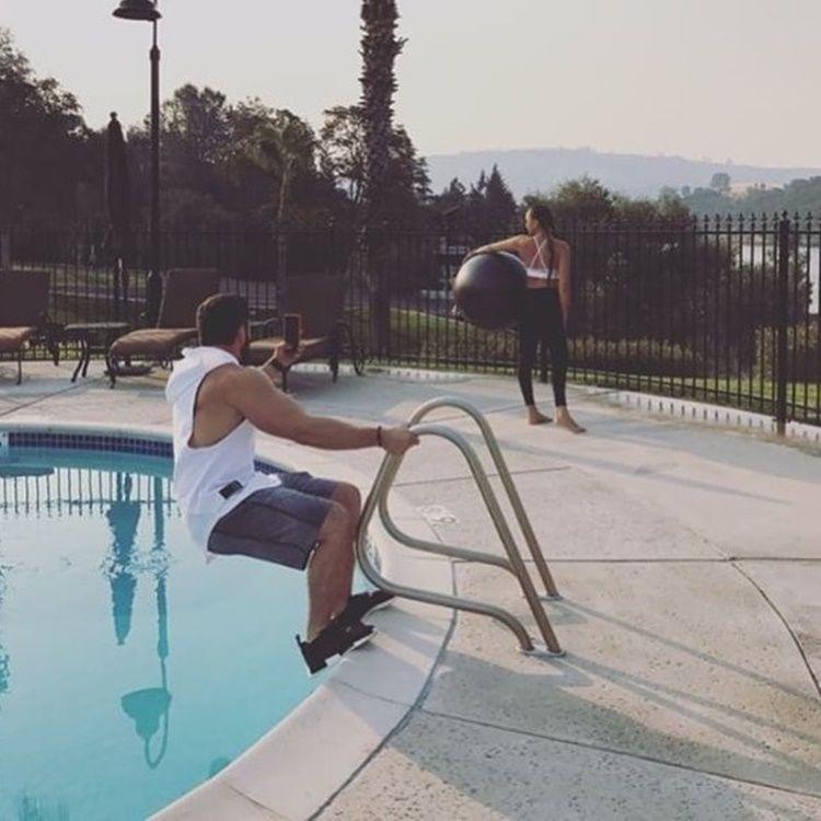 Lucu! Begini Perjuangan Cowok di Balik Foto Instagram Kekasihnya