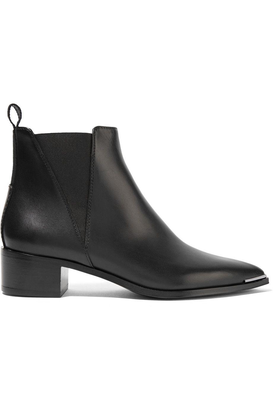 #PopbelaOOTD: Boots Bergaya Klasik yang Cocok jadi Investasi