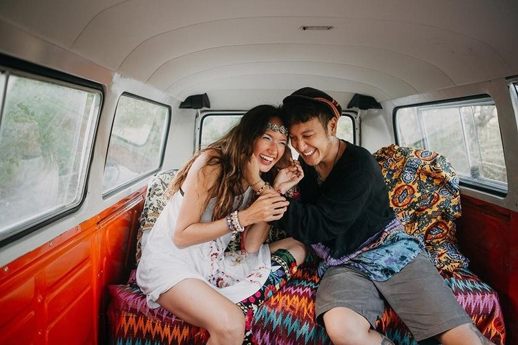 Saling Pengertian, 5 Pasangan Artis Ini Berbagi Pekerjaan Rumah
