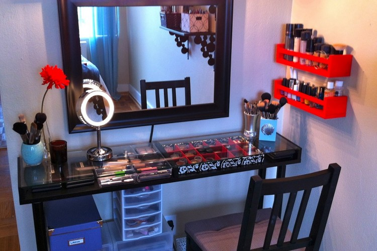 Tata Koleksi Makeup seperti Beauty Blogger dengan 7 Alat Ini