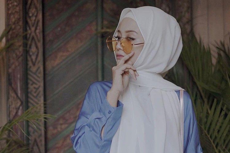 Biar Tetap Nyaman Berhijab Seharian, Yuk Pilih Hijab Dengan Bahan Berikut Ini!