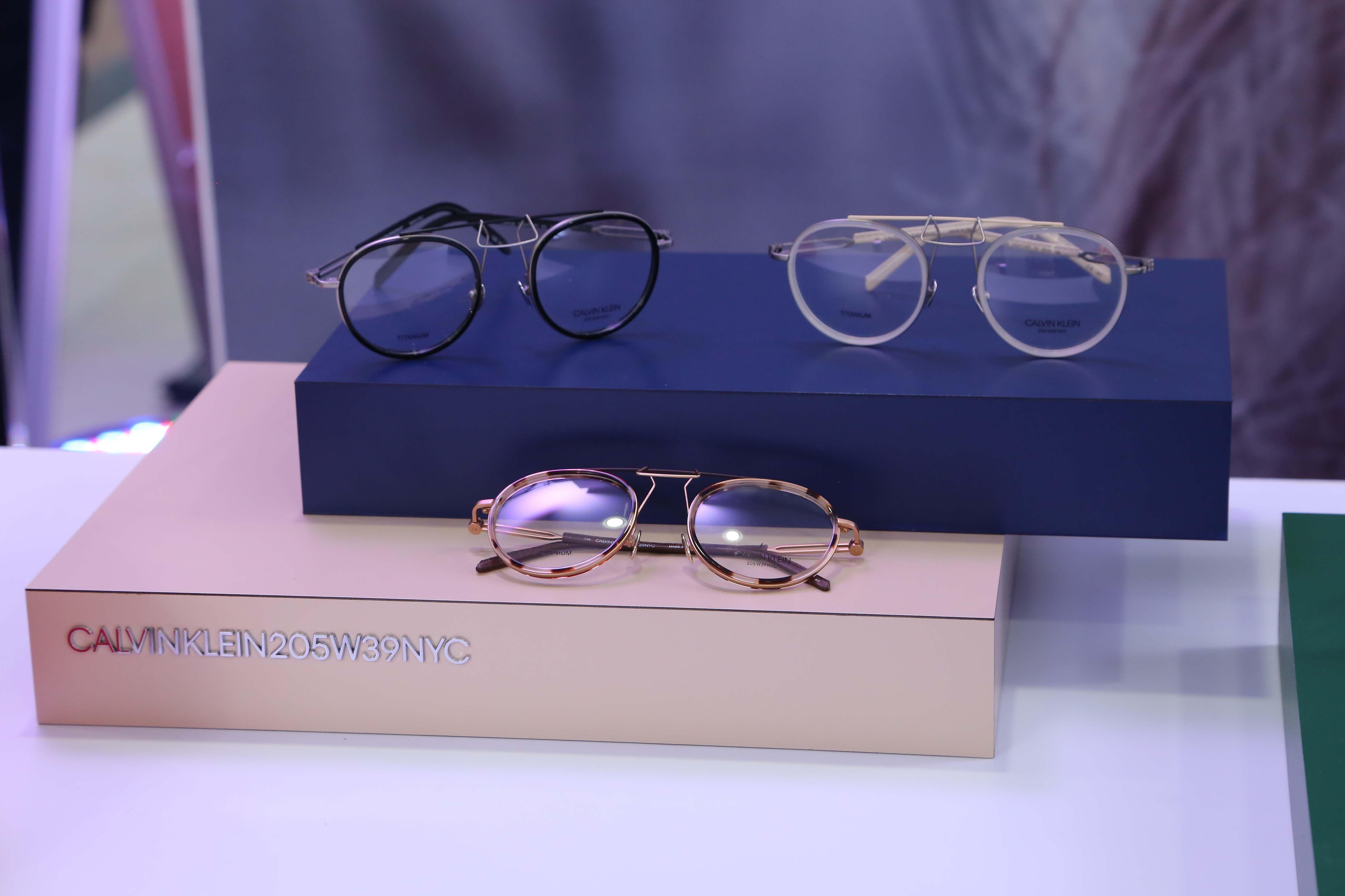 Favorit Para Artis! Ini Dia Koleksi Kacamata Calvin Klein 205W39NYC a0819684c3