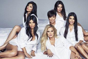 Anggota Keluarga Kardashian-Jenner Ini Jatuh ke Pelukan Pemain Basket