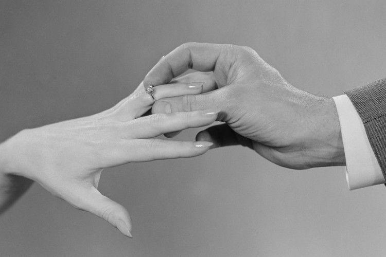 Di Momen Inilah Laki-Laki Mulai Berpikir untuk Menikahimu
