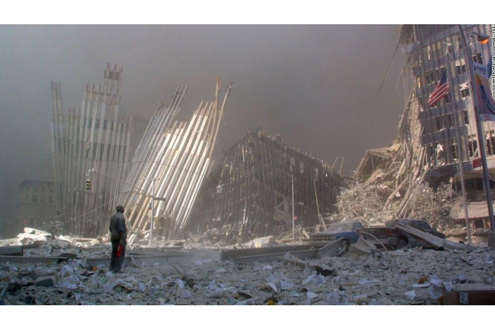 18 Tahun Berlalu, Ini Deretan Foto Paling Memorable dari Kejadian 9/11