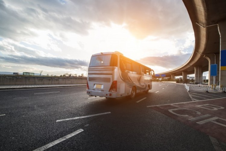Etika Menggunakan Transportasi Umum yang Wajib Kamu Ketahui