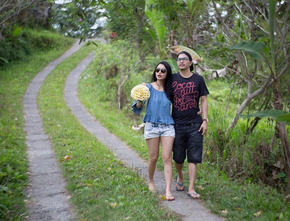Eksplor Indonesia, 5 Artis Ini Pilih Bulan Madu di dalam Negeri