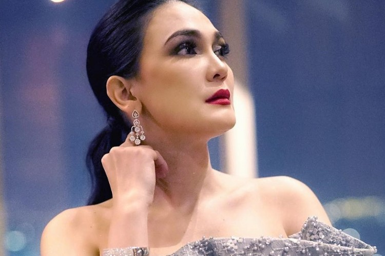 Perankan Suzzanna si Ratu Horor, Punggung Luna Maya Terasa Berat