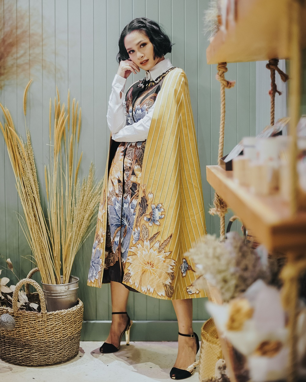 Kerennya OOTD Para Seleb dalam Balutan Busana Batik