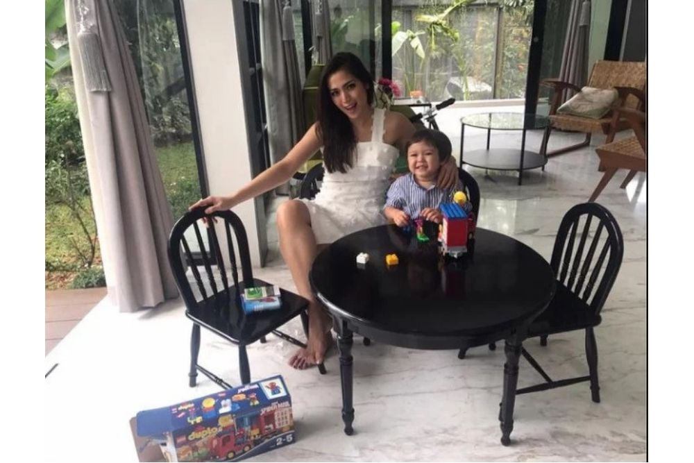 Jarang Terekspos, Ini 5 Fakta Mengejutkan Keluarga Jessica Iskandar