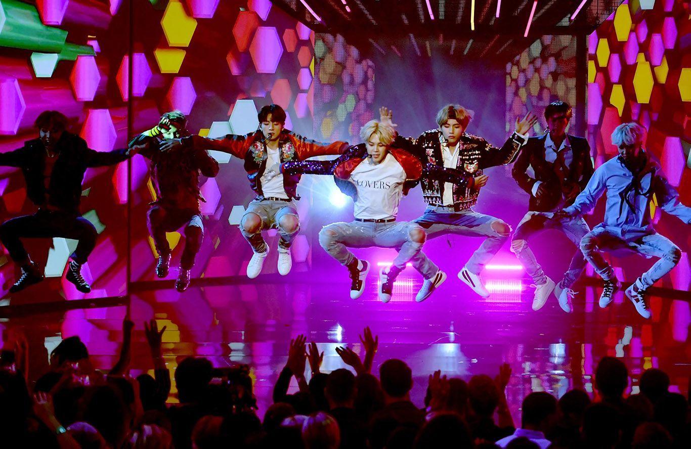 Idolanya Dikritik Jurnalis Inggris, Fans BTS Marah!