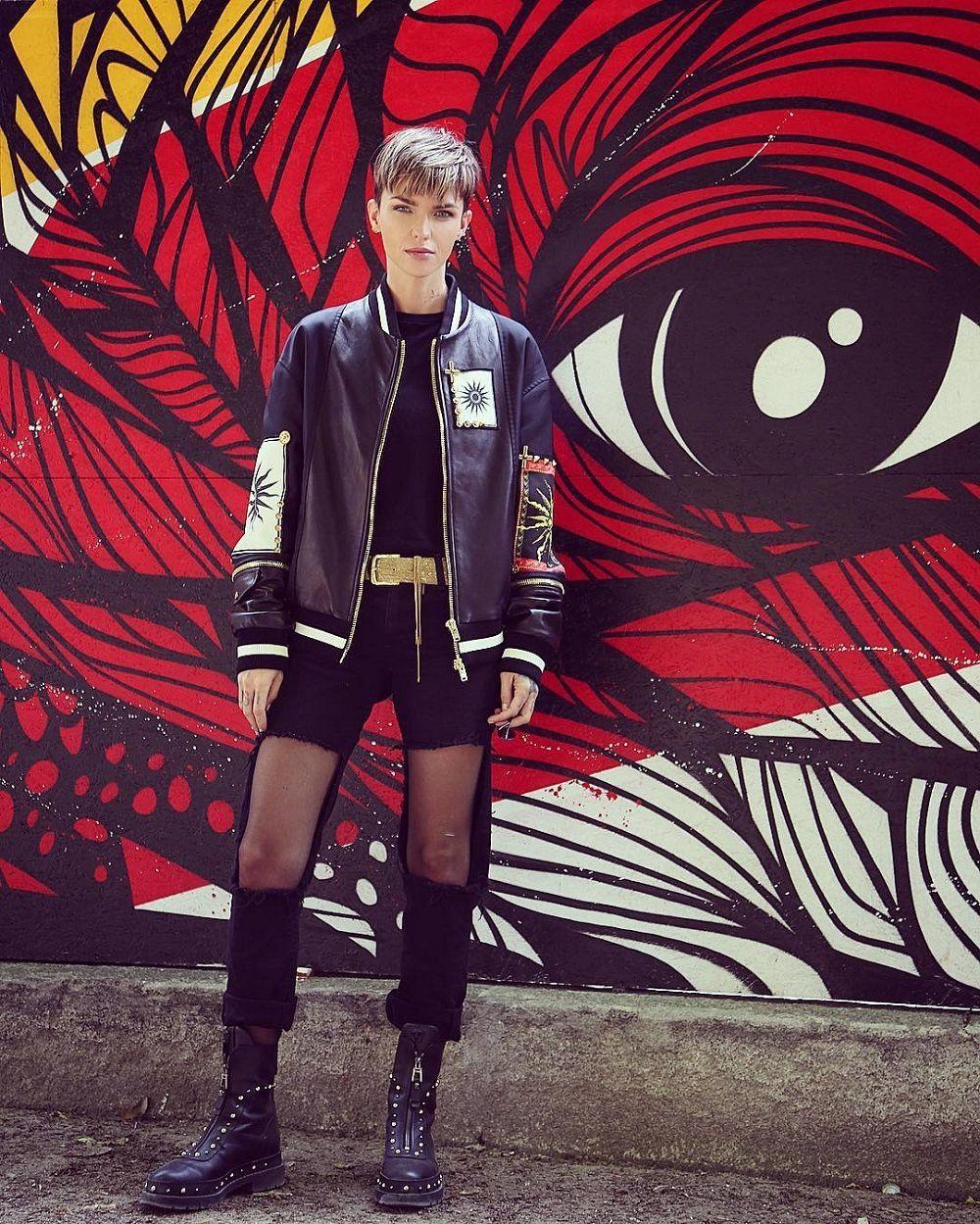 5 Trik Menyulap Celana Jeans Agar Sekeren Ruby Rose