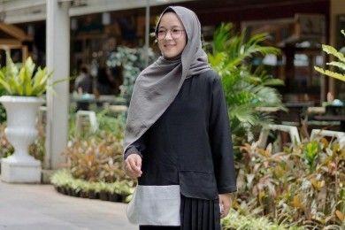 Buat Gaya Hijab ke Kampusmu Makin Modis dengan Meniru Nissa Sabyan