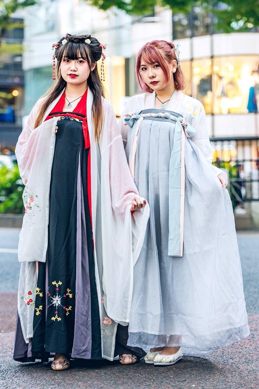 Tampil Playful, Para Street Style Star Ramaikan Tokyo Fashion Week