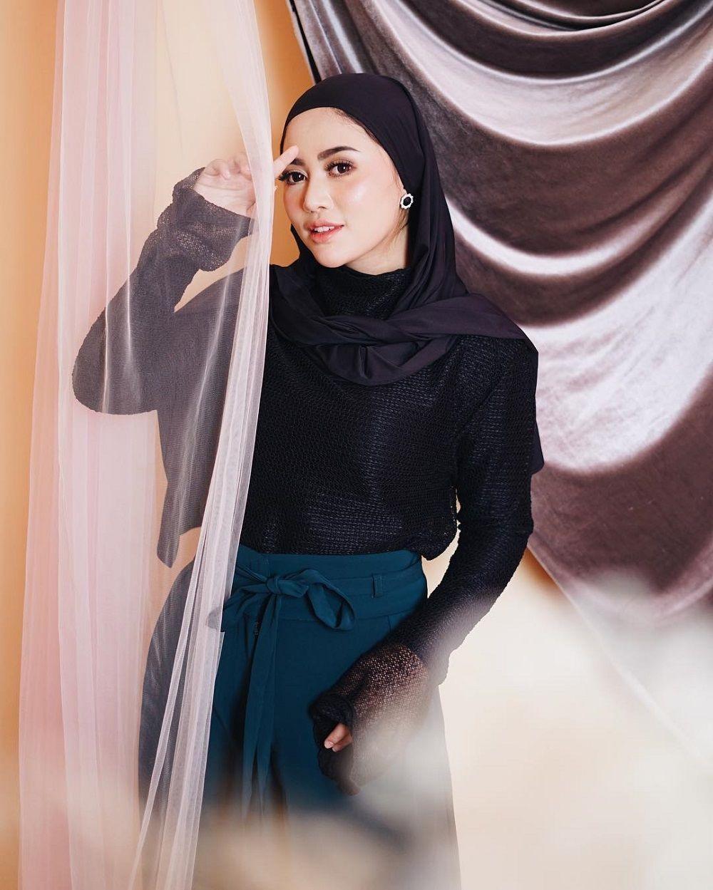 Dalam Balutan Hijab, Begini OOTD Terbaru Rachel Vennya
