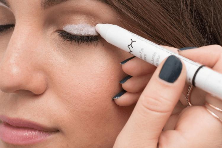 7 Kegunaan Eyeliner yang Bisa Bikin Riasan Matamu Semakin Memukau