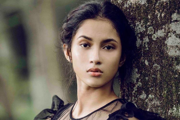 #IAMREAL: Kepercayaan Diri dan Makeup di Mata Aghniny Haque